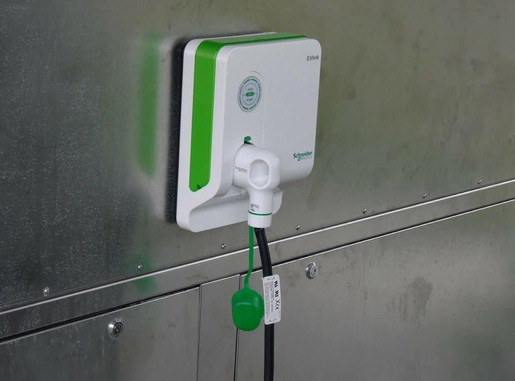 Laadpunt elektrische auto bij een hotel in Oostenrijk